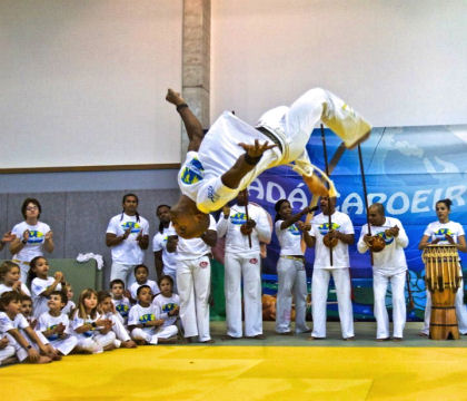 Spectacles animation de capoeira a paris, danseur du brésil.