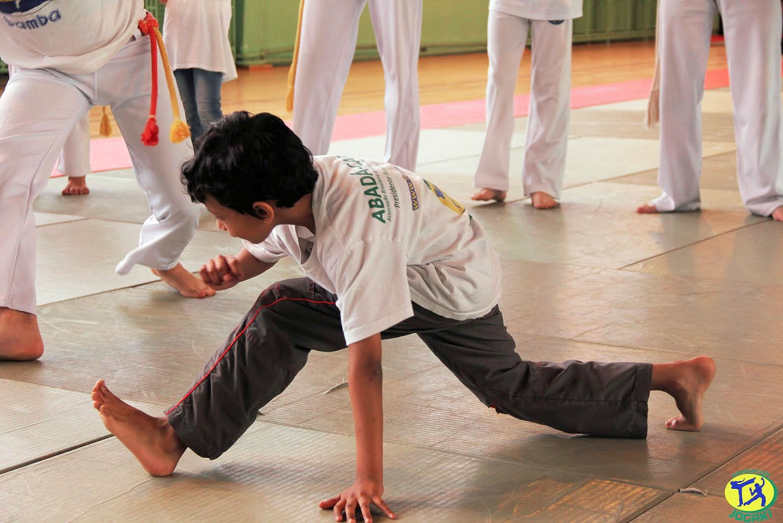 eveil ludique et jeux pour enfant paris cours de capoeira jogakids avec l 39 association jogaki. Black Bedroom Furniture Sets. Home Design Ideas